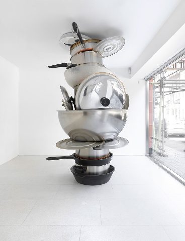 No title (pots and pans II), 2008. Metal and plastic. 108 × 66 × 80 inches (274.3 × 167.6 × 203.2 cm). Photo by Mike Bruce