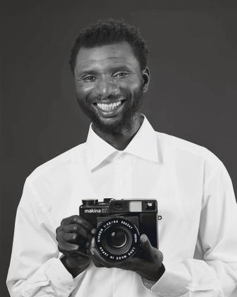 Mustafa Kinte (Gambia), Camera: Makina 67 506347 … Dirk Schaper Studio, Berlin, July 20, 2007 2008 Private Collection, London Image courtesy Galerie Gisela Capitain, Cologne and David Zwirner, New York/London