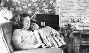 """Guardian: """"Lizzie Hodson and her mother at home, in 1974"""""""